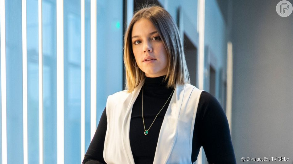 Como empresária Basma (Alice Wegmann), Dalila inventará que está com doença terminal e por isso tem ajudado a família de Laila (Julia Dalavia) na novela 'Órfãos da Terra'