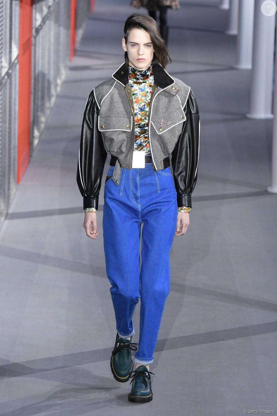 A pegada anos 80 (e lavagem bem azul) também apareceu no desfile da Louis Vuitton