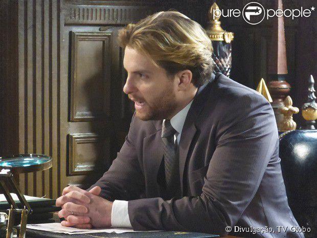Edgar (Thiago Fragoso) pressiona Guerra (Emilio de Mello) em 'Lado a Lado': enquanto Laura (Marjorie Estiano) não puder assinar suas matérias, ele tambem não escreve para o jornal, em 25 de fevereiro de 2013