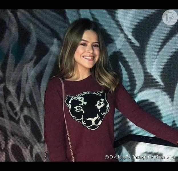 Maisa Silva comemorou o aniversário com look cheio de tendências da moda e algumas grifes, nesta quarta-feira (22), ao lado de pessoas próximas, em um lounge bar em São Paulo.