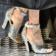 Sandália de salto com look invernal na Prada