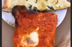 Em Nova York, Bruna Marquezine brinca ao comer pizza: 'Aproveitar cada segundo'