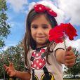 Filha de Deborah Secco, Maria Flor teve as unhas pintadas pelo pai, Hugo Moura, e aprendeu uma lição dele. 'O mais importante, sabe o que é? É você se sentir bem', disse o ator