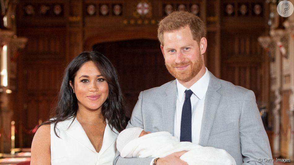 Filho de Meghan Markle e Príncipe Harry, Archie encanta web em nova foto divulgada neste domingo, dia 16 de junho de 2019