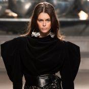 8 looks pretos com ombros poderosos para você usar nas noites de inverno