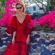Marina Ruy Barbosa, em viagem à Grécia, usou longo estampado e soltinho