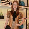 Marina Ruy Barbosa escolheu um vestido de snake print com decote pussybow