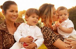 Após viagem, Andressa Suita elogia mãe por cuidar dos filhos: 'Maravilhosa'