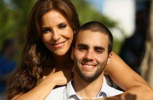 De férias, Ivete Sangalo posa de biquíni na praia e faz autoelogio: 'Que linda!'