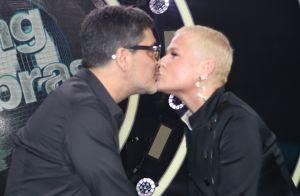Xuxa Meneghel beija namorado ao lançar 'Dancing Brasil 5' e promete: 'Vou ousar'