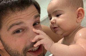 Momento pai e filha! Duda Nagle mostra banho em Zoe: 'Que bagunça'. Foto!
