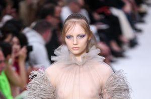 Linda e leve: plumas são tendência queridinha entre as famosas, veja como usar