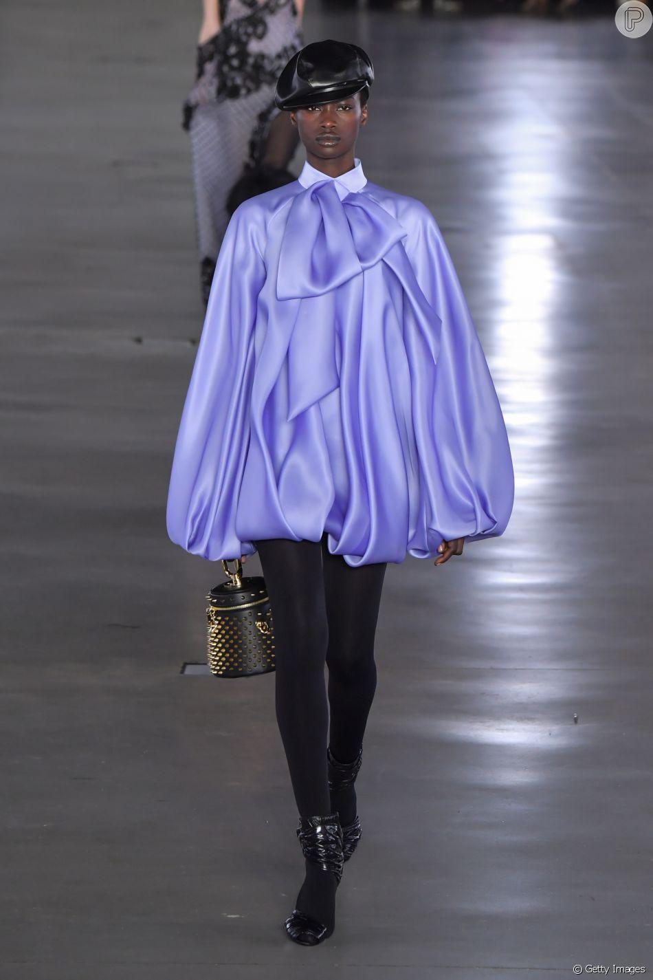 O retorno do cetim à moda: look balonê em estilo anos 80 da Balmain