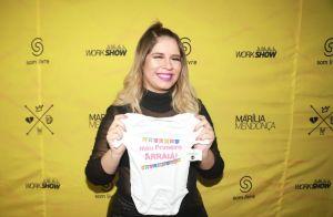 Grávida, Marilia Mendonça faz vídeo cantando sem maquiagem: 'Não reparem a pele'