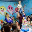 Zé Neto e a mulher,  Natália Toscano, festejaram o aniversário de 2 anos do filho