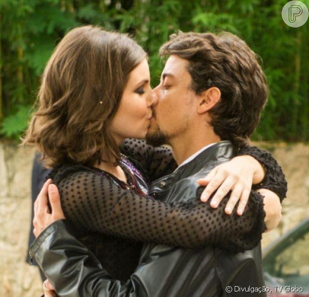 Último capítulo da novela 'Verão 90' teve final feliz de Vanessa (Camila Queiroz) e Jeronimo (Jesuita Barbosa) para delírio da web: 'Simplesmente amei'