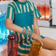 Bruna Marquezine usa vestido listrado colorido em ensaio