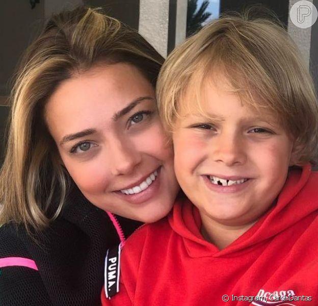 Carol Dantas rebateu críticas por criar o filho, Davi Lucca, com ajuda de babá nesta quinta-feira, 1 de agosto de 2019