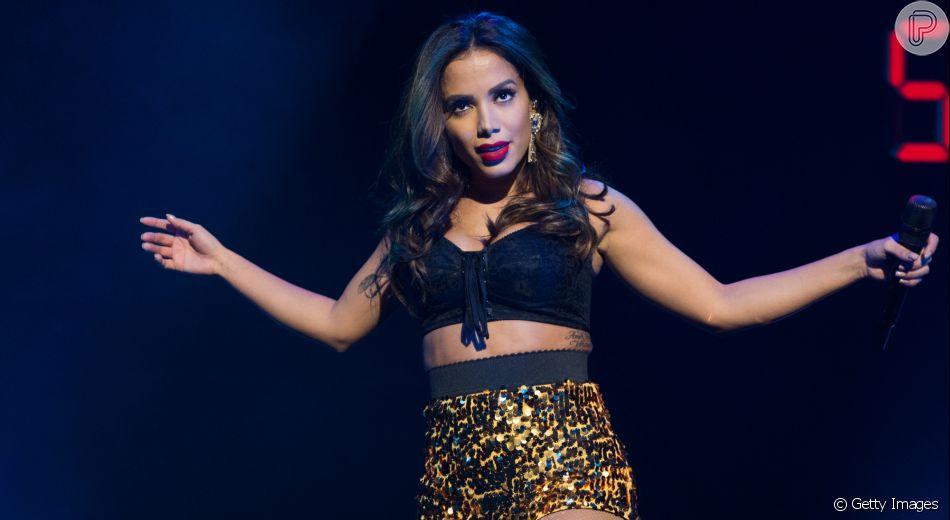 Anitta provoca web com dança sensual em banheiro de botel
