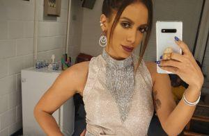 Grávida, Marília Mendonça ganha beijo de Anitta na barriga em bastidor na TV