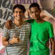 Guga (Pedro Alves) diz para Serginho (João Pedro Oliveira) que vai contar para a família sobre o relacionamento deles na novela 'Malhação: Toda Forma de Amar'