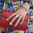 Unhas multicoloridas: a tendência pode ser combinada com outros tipos de nail art