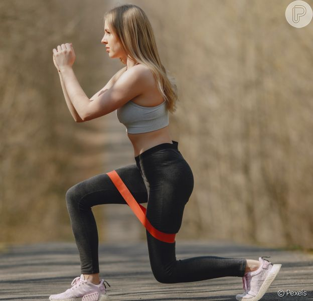 Treino com elástico: dicas para se exercitar