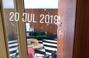 Móveis coloridos e tapete P&B: Bruna Marquezine exibe sala de mansão pela 1ª vez