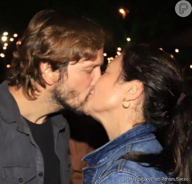 Adriana Esteves e Vladimir Brichta curtiram show de Mart'nália aos beijos neste domingo, 8 de setembro de 2019