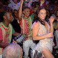 Paolla Oliveira, nova rainha da Grande Rio, samba com a bateria após coroação
