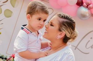Aos 2 anos, filho de Zé Neto canta música do sertanejo em chá de lingerie da mãe
