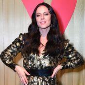 Brilho e sandália invertida: Paolla Oliveira usa look trendy em evento de beleza