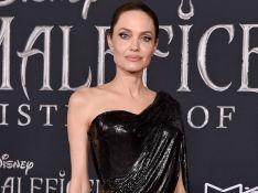 Drapeado e um ombro só: Angelina Jolie usa look sob medida ao lançar 'Malévola'