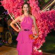 Vestido rosa: Bianca Rinaldi apostou no tom para homenagear o mês de prevenção ao câncer de mama