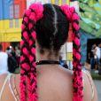 Penteado para festa: aposte em tons de rosa vibrante para um visual ainda mais marcante