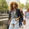 Moda jeans: calça com recortes é uma forma de inovar com a peça clássica