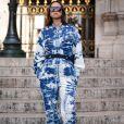 Moda jeans: macacão com 'efeito manchado' é uma das maneiras de usar jeans como uma fashionista