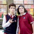 Eric (Lucas Burgatti) e Hugo (Henry Fiuka) perseguem novos alunos na novela 'As Aventuras de Poliana'