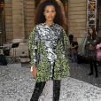 Tina Kunakey mostrou que o comprimento da bota não precisa ter limite no show de L'Oreal Paris durante a Semana de Moda de Paris, em setembro de 2019