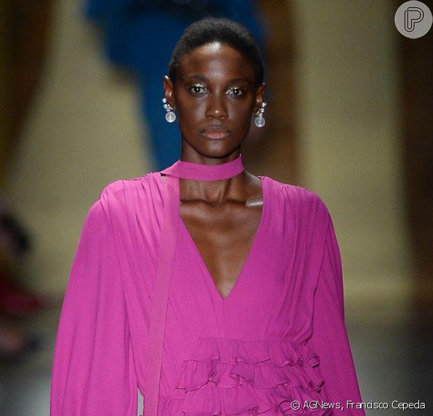 Rosa é tendência nas passarelas da São Paulo Fashion Week. Inspire-se nessas 18 fotos!