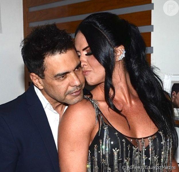 Zezé Di Camargo ganhou carinho da noiva, Graciele Lacerda, em camarim antes de show em São Paulo, nesta quinta-feira, 17 de outubro de 2019