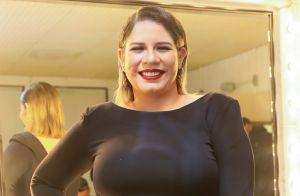 Marília Mendonça usa look justo na cintura e evidencia barriga de gravidez