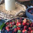 Frutas vermelhas deram um charme à decoração do batizado de Eduardo, filho de Luma Costa e Leonardo Martins
