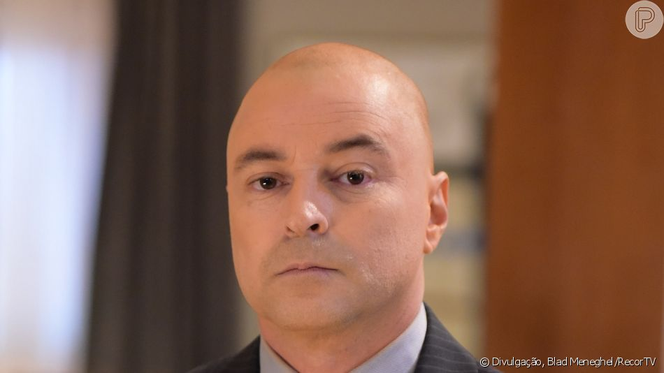 Na novela 'Topíssima', Taylor (Emilio Orciollo Netto) vai aparecer sem cabelo em sua volta à trama da RecordTV