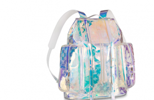Ludmilla mostra aerolook e mochila holográfica de grife rouba cena: 'Estilo'