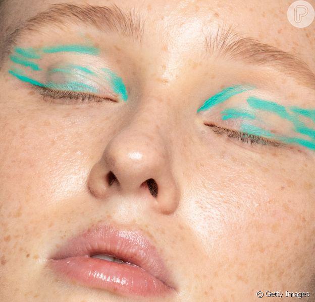 Maquiagem para o verão: inspire-se nas tendências de sombras, delineados e batons!