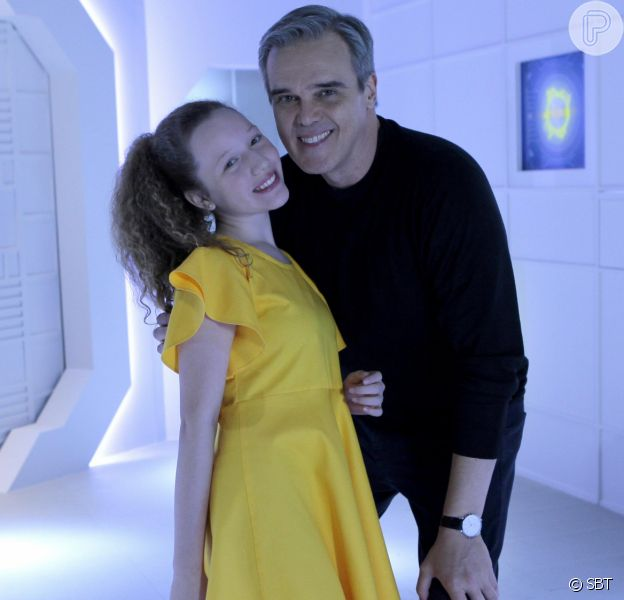 Pendleton (Dalton Vigh) decide matricular Ester (Manuela Kfouri) na escola na novela 'As Aventuras de Poliana'
