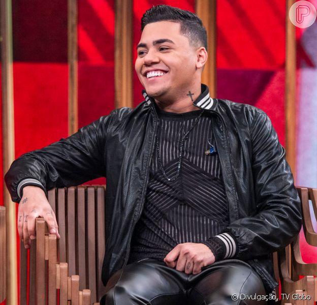 Felipe Araújo publicou vídeo do filho cortando cabelo pela primeira vez nesta segunda-feira, 25 de novembro de 2019