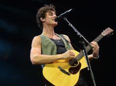 Shawn Mendes leva fãs à loucura e tropeça durante show em SP. Veja o momento!