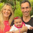 Filha de Tici Pinheiro e Tralli, Manu rouba cena em foto com os pais nesta segunda-feira, dia 02 de dezembro de 2019